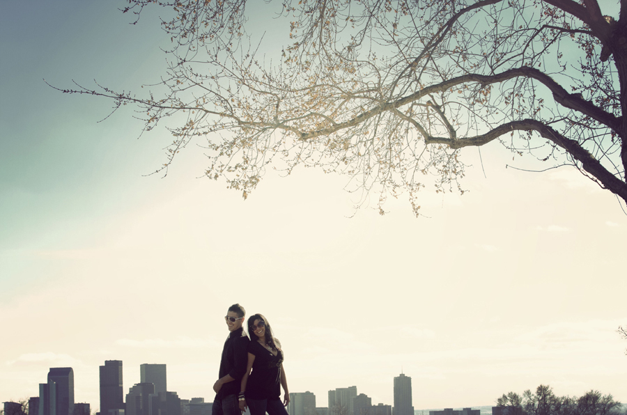 engagement photography couple by skyline